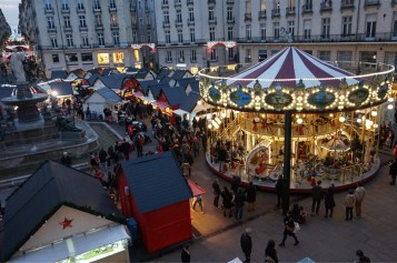 carrousel et chalets sur la place royale