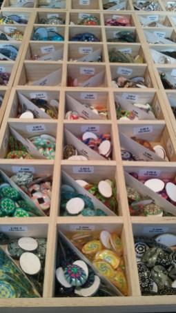 Perles loisirs exposées sur le marché de noël d'Angers