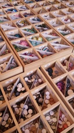 Perles de loisir exposées sur le marché de noël d'Angers