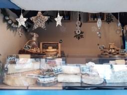 Chalet de spécialités savoyardes au marché de noël d'Angers
