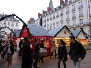 Marché de Noël de Nantes, chalets rouge et blanc