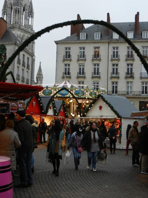 Vue du Marché de Noël et du carrousel