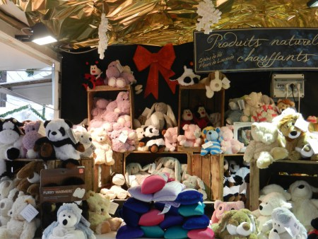 Chalet de bouillottes en peluches sur le marché de noël de Rouen