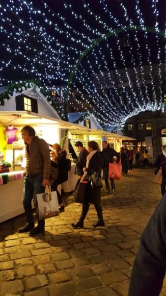 Achats de nuit sur le marché de noël de Rouen