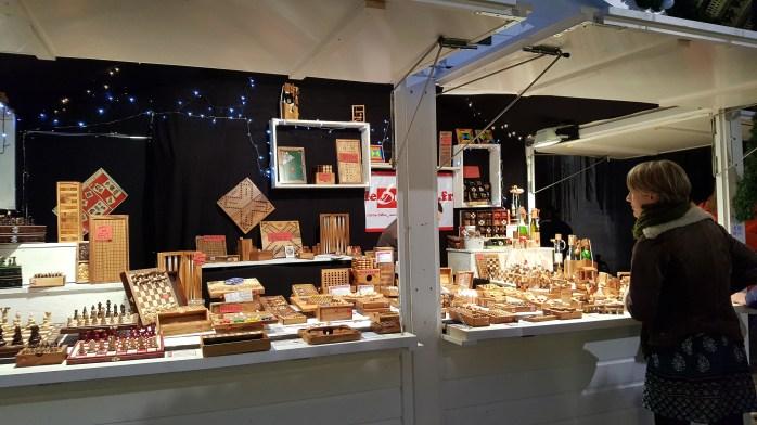 Chalet de jeux en bois au marché de noël de Rouen