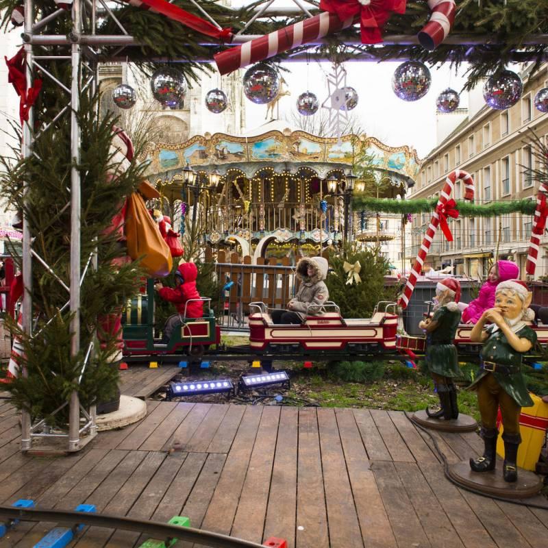 Le carrousel du marché de noël de Rouen Photos Jean-Pierre Sageot