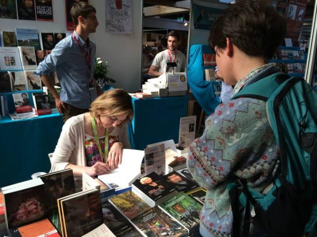 Dédicace au festival Etonnants voyageurs à Saint-Malo (mai 2015).