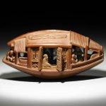 Fantástica escultura a detalle hecha sobre el hueso de una aceituna