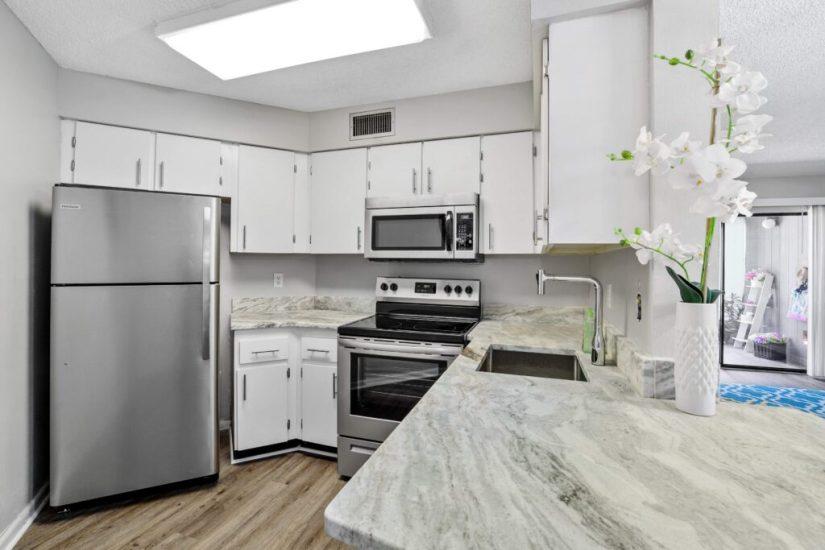 White kitchen condo