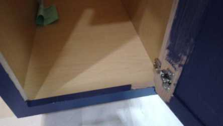 Painting the outer frame of the kitchen cabinets