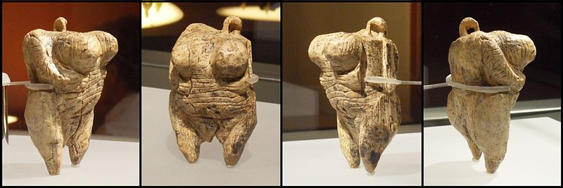 The oldest European Venus figurine was found in the Hohle Fels cave (Germany) (2/3)