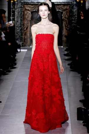 valentino-couture-spring-2013-28_172024720012