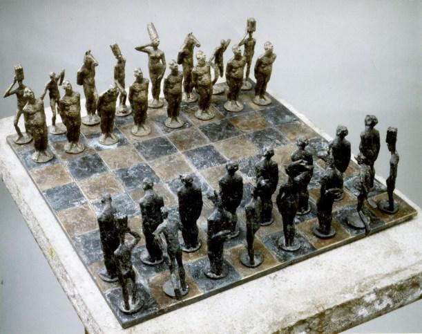 Schachspiel,1995/2000, Bronze, H 12 cm