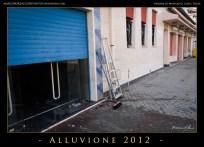 I proprietari delle attività sul lungomare passano le giornate a ripulire i locali.The Business owner on the seafront spend their days cleaning the rooms.