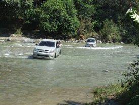 Carretera cerrada... attraversamento fiume