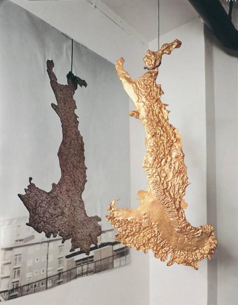 Luciano Fabro, L'Italia d'Oro, 1971, 92 x 45 cm, bronzo dorato