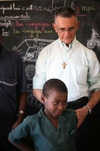 Pdre Sergio e i bambini di Ebolowa