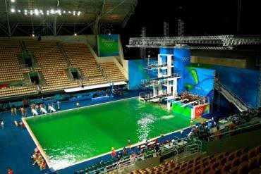 Acqua verde piscina tuffi - fonte internet