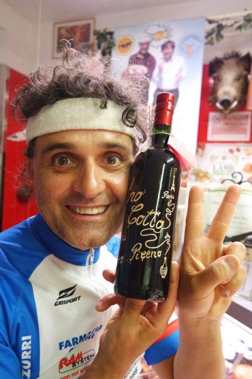 PeppeCotto in divisa ed il Vino Cotto Paris Version - foto Marco Costarelli