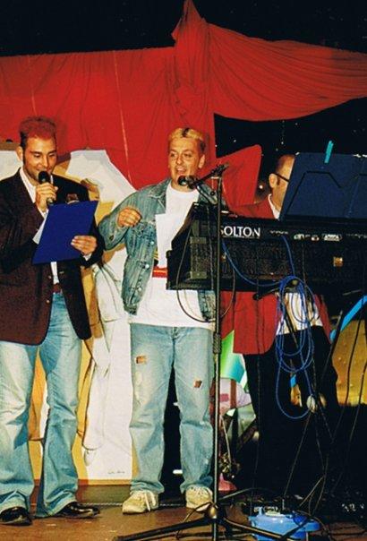matti colorati foto del 2002 - piazza Enrico Mattei