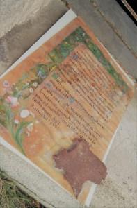 Ironia della sorte. Pergamena della 2' guerra mondiale fatta in onore alla Madonna per aver lasciata illeso il territorio circostante dai copiosi bombardamenti. Pergamena del 1945