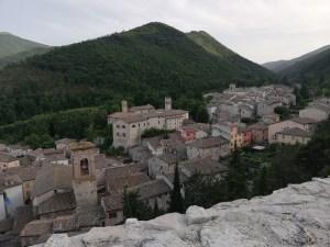 Panorama di Esanatoglia dal Roccone