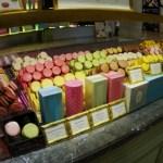 I famosissimi Macarons venduti fuori dal centro commerciale, un identità gastronomica francese