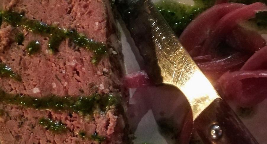 Terrina di oca, cipolla rossa e salsa, piatto molto equilibrato e interessante