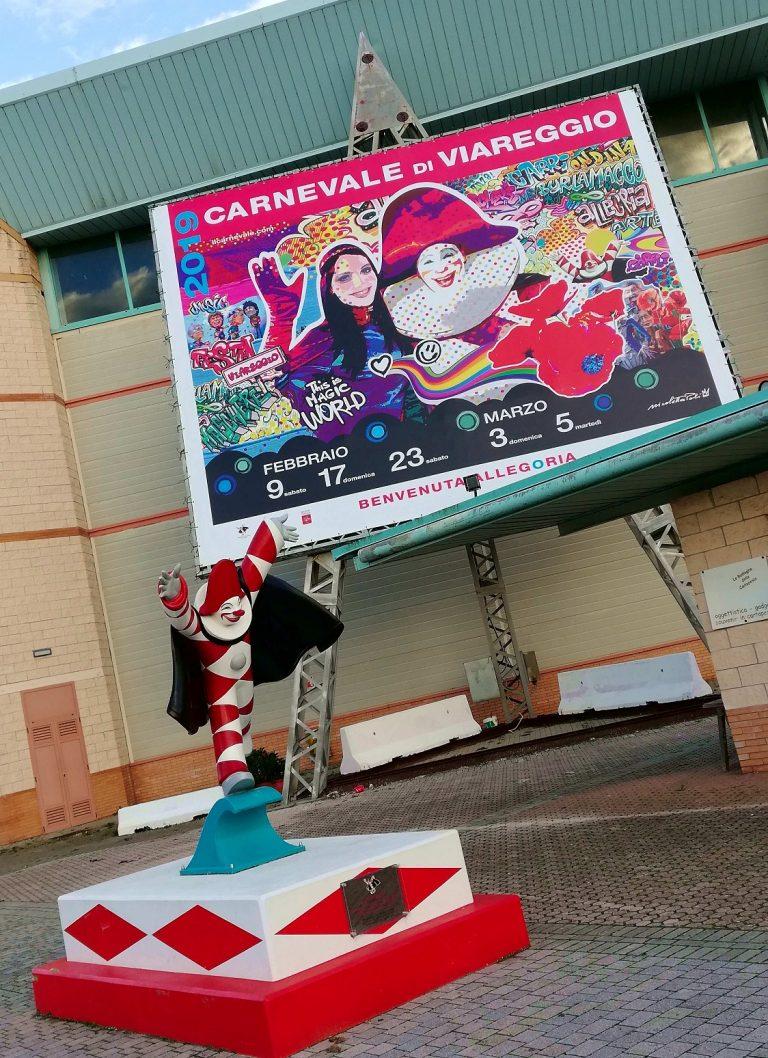 Viareggio il Carnevale; Burlamacco e il cartellone del Carnevale 2019