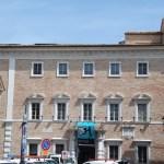 Osimo, visuale di Palazzo Campana con la Mostra su Banksy