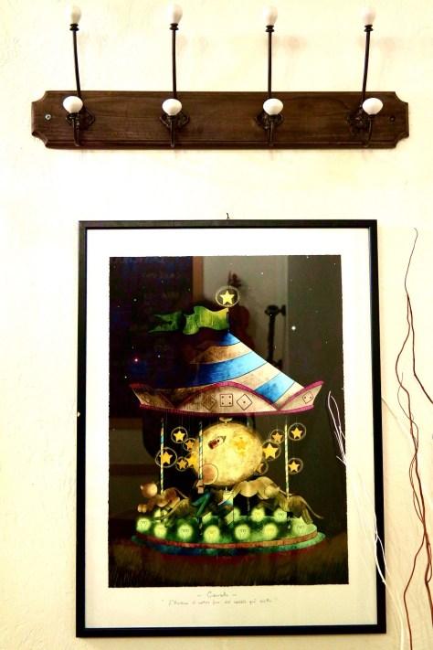 La petriola, cantina d'arte. un opera esposta all'ingresso.