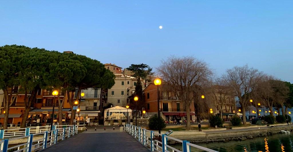 Quattro passi a Passignano a prima sera.