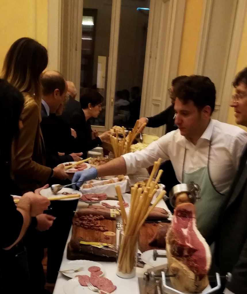 La degustazione delle eccellenze marchigiane, con norcini di prim'ordine e la presenza di due stelle, lo chef Errico Recanati e la pasticceria Il Picchio