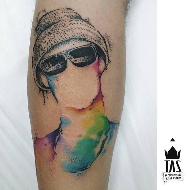 Tatuagem pontilhismo colorida