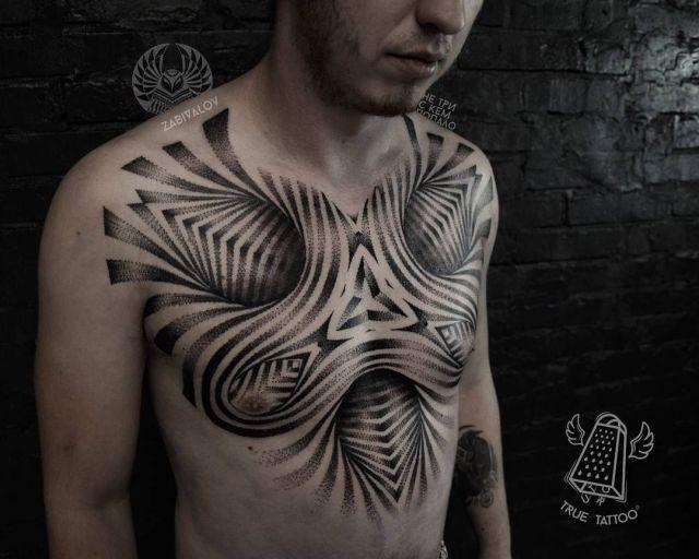 Tatuagem no peito no estilo pontilhismo