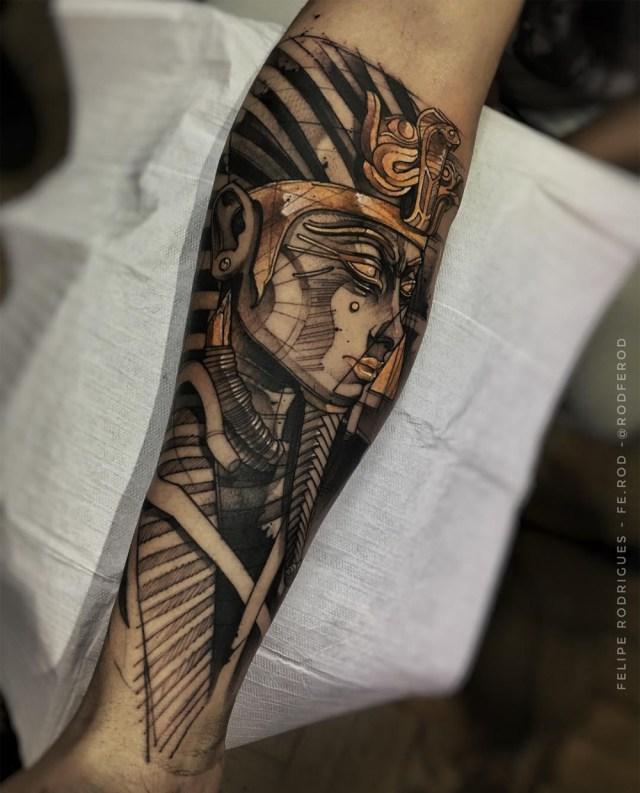 Tatuagem masculina com tema Egito Antigo