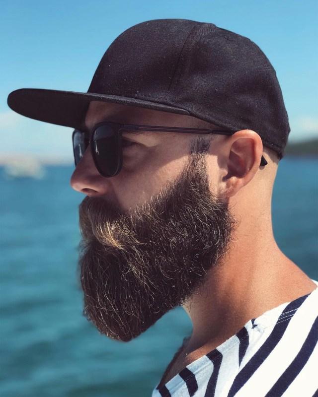 Inspiração de barba cheia e quadrada