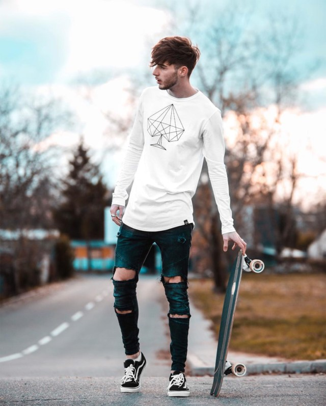 Kristijan usando tênis Vans Old Skool