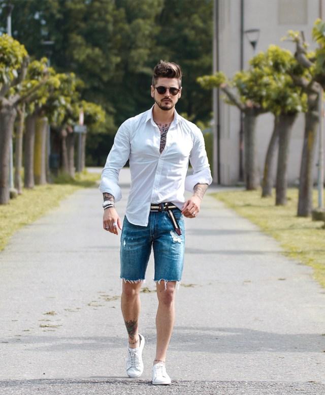 Outfit com bermuda jeans curta masculina