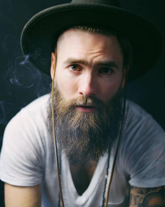 Barba longa estilo lenhador