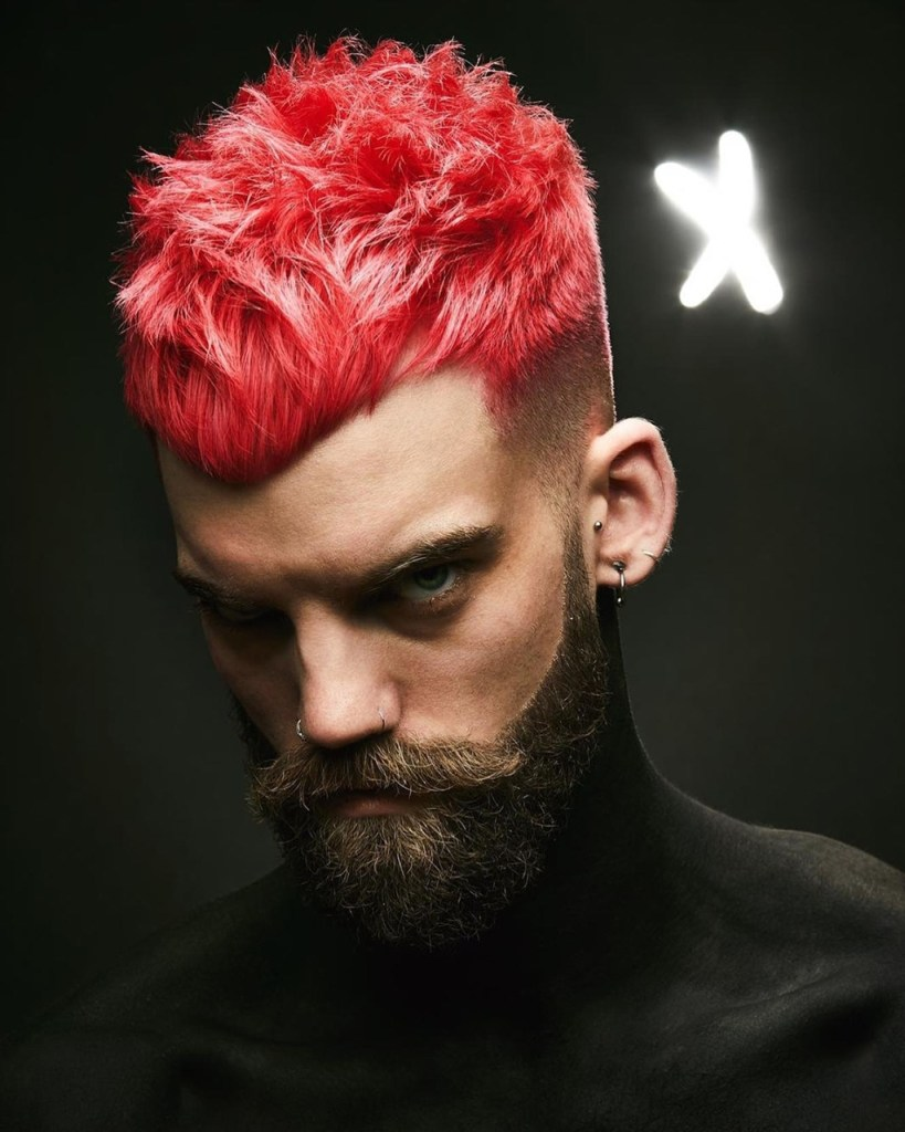 Homem com cabelo vermelho