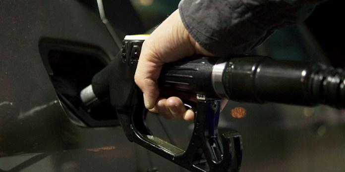 Porque descem os preços do petróleo?