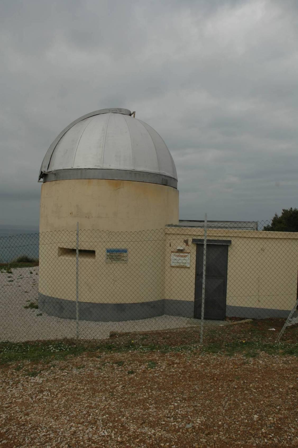 Dall'Osservatorio Astronomico parte un sentiero che collega le varie postazioni.
