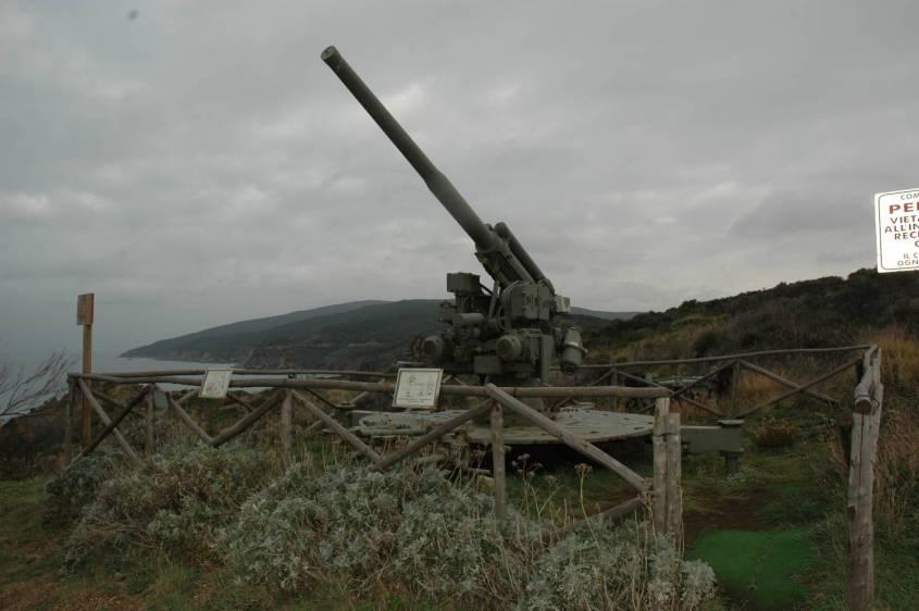 Sul promontorio ci sono anche due cannoni delle due guerre Mondiali
