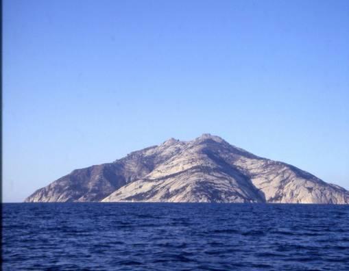 Isola di Montecristo accesso ad un numero limitato di turisti e con un permesso speciale chiesto con largo anticipo