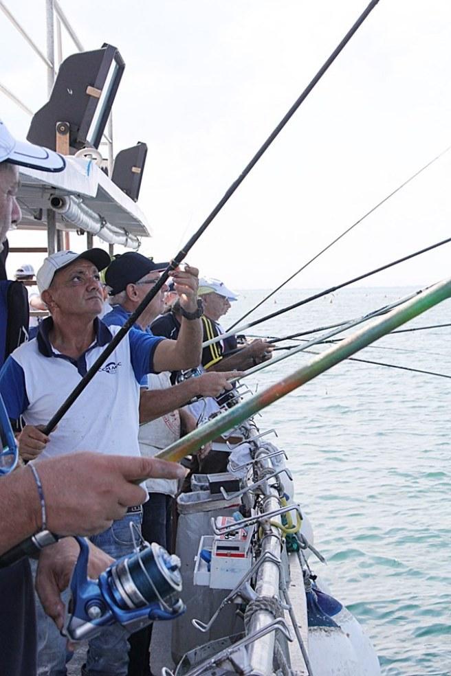 Un momento della pesca dai barconi con la Challenge Boat Light Colmic