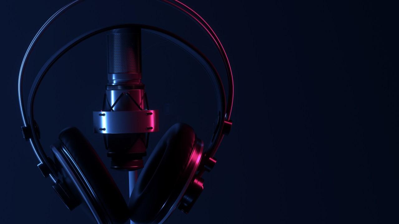 https://i2.wp.com/marcomweekly.com/wp-content/uploads/2021/02/solo-podcast-mic-headphones.jpg?resize=1280%2C720&ssl=1