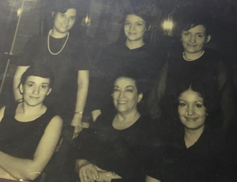 Sra. Lydia, hijas y Pimpi