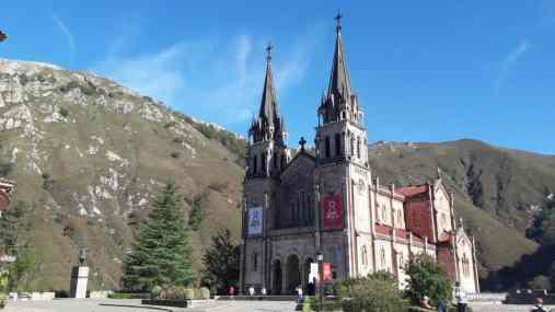 Basílica-de-Santa-María-la-Real-ASTURIAS-Covadonga