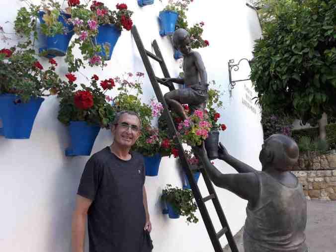 fachada_macetas_flores_en_Córdoba